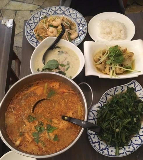 Ah Loy Thai - Food spread